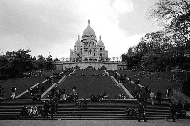 paris_montmartre_sacre_coeur_bw