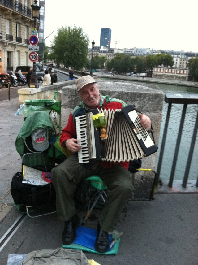 IMG_2219-accordian man on isle st louis
